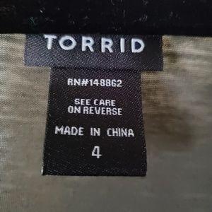 torrid Tops - Torrid baseball top with skull design size 4